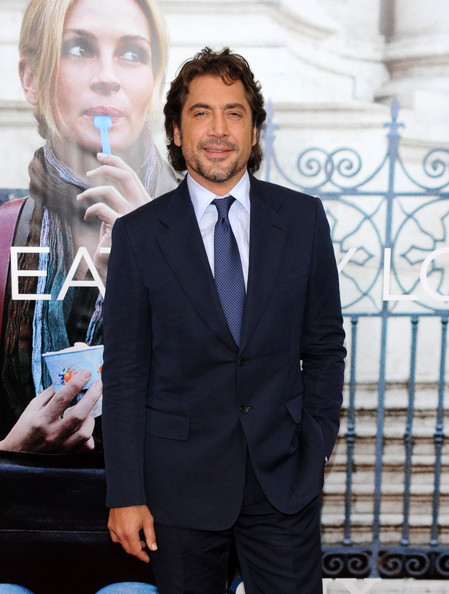 Javier paired his navy suit with a blue dotted tie.