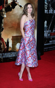 Emily Blunt looked downright fabulous at the 'Edge of Tomorrow' premiere in an Osman strapless dress featuring a colorful print and a scalloped neckline.