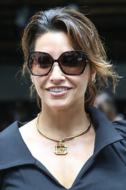 A gold G pendant necklace made Gina Gershon's look much chicer.