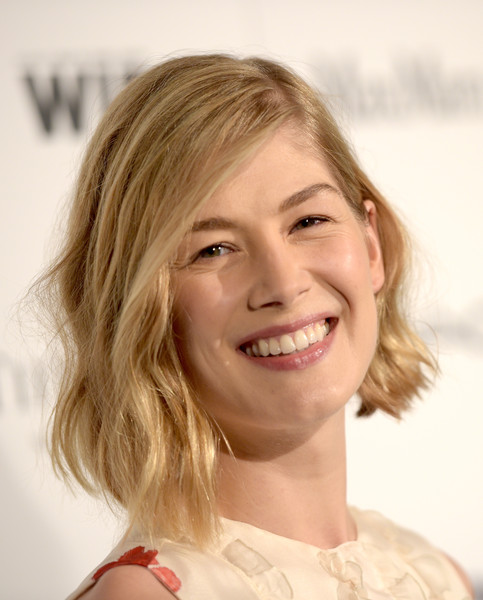 Rosamund Pike wore her short locks with messy-chic waves during the Women in Film pre-Oscar cocktail party.