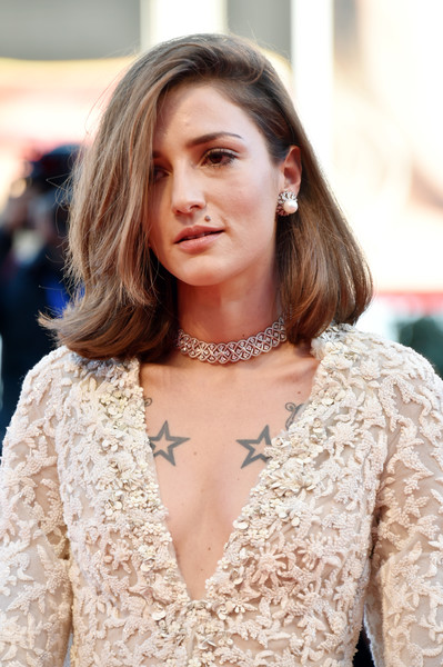 Eleonora Carisi Pearl Studs [hair,hairstyle,beauty,street fashion,lady,fashion,blond,lip,long hair,dress,eleonora carisi,sala grande,la la land,venice,italy,opening ceremony,venice film festival,ceremony,premiere]