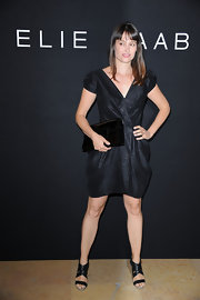 Marie Gillain paired her metallic black dress with a patent leather envelope clutch.