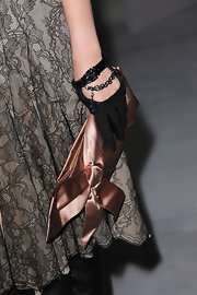 Seia Lee paired her lace dress with a champagne satin clutch.