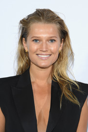 Toni Garrn sported a disheveled 'do at the Elie Saab Spring 2019 show.