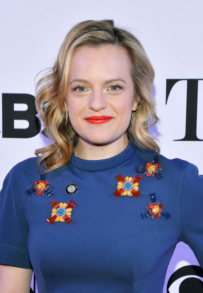 Elisabeth Moss Bright Lipstick [nominees,elisabeth moss,tony award,hair,face,hairstyle,blond,electric blue,premiere,long hair,brown hair,smile,new york city,paramount hotel]
