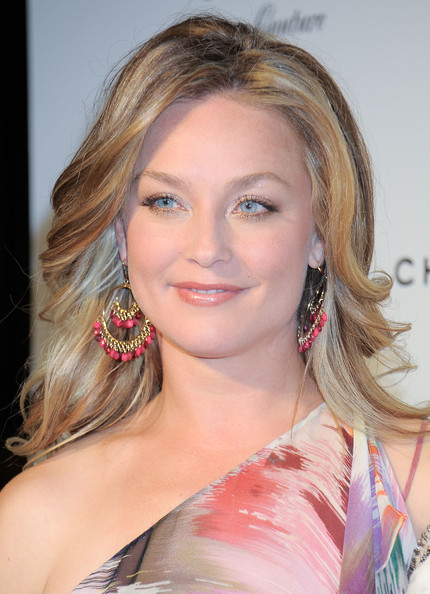 Elisabeth Rohm Medium Wavy Cut