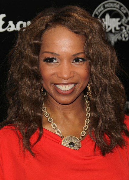 Elise Neal Medium Wavy Cut