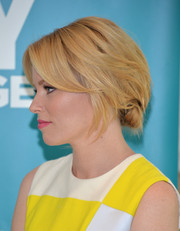 Elizabeth Banks swept her hair back into a delicate chignon for the launch of the Listerine 21-Day Challenge.