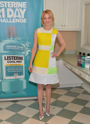 Elizabeth Banks looked adorably mod in a color-block  Roksanda Ilincic dress during the launch of the Listerine 21-Day Challenge.