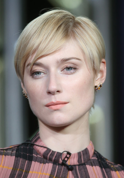 Elizabeth Debicki Pixie [hair,face,hairstyle,blond,eyebrow,chin,lip,beauty,head,fashion,elizabeth debicki,the night manager,hairstyle,part,portion,hair,hair,winter tca,amc networks,panel,elizabeth debicki,the night manager,pixie cut,hairstyle,short hair,image,blond,actor,2016]