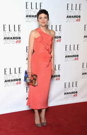 Maggie Gyllenhaal kept her colorful look going with a fabulous bright clutch at the 2015 Elle Style Awards.