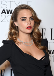 Cara Delevingne styled her hair beautifully in glam waves for the 2015 Elle Style Awards.