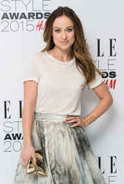 Olivia Wilde accessorized with the playfully chic Anya Hindmarch Crisp Packet clutch when she attended the Elle Style Awards.