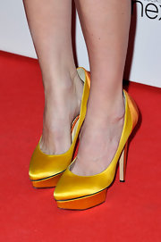 Alice Eve's look simply popped with yellow satin pumps at the Elle Style Awards.