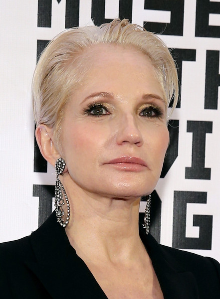 Ellen Barkin Short Straight Cut [museum of the moving image,hair,face,hairstyle,eyebrow,blond,chin,lip,beauty,forehead,ear,julianne moore,ellen barkin,honors,new york city,583 park avenue]