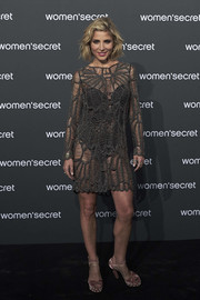Elsa Pataky completed her look with a pair of dusty-pink velvet platforms by Aquazzura.