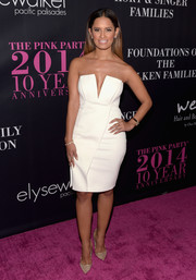 Rocsi Diaz donned an ultra-modern white strapless dress for the Pink Party.
