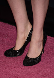 Anne Hathaway looked mildly edgy in her studded black pumps during the Pink Party.