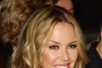 Kylie Minogue's Polished Medium Wavy Cut