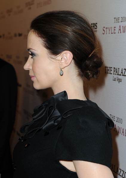 Emily Blunt Chignon [hair,hairstyle,ear,chin,beauty,chignon,neck,shoulder,long hair,bun,arrivals,emily blunt,style awards,hammer museum,california,westwood,hollywood style awards]