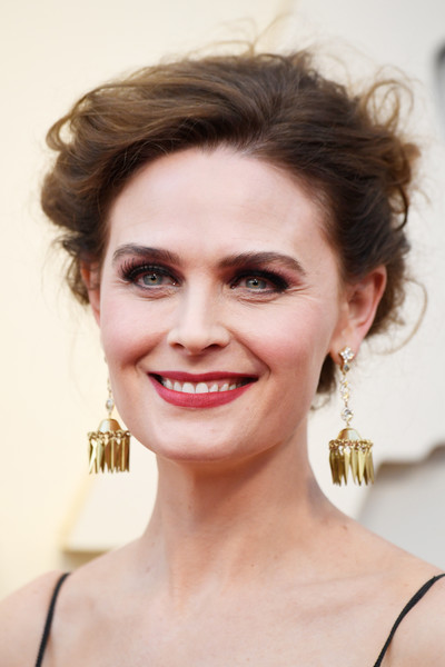 Emily Deschanel Messy Updo [image,hair,face,eyebrow,hairstyle,lip,chin,skin,beauty,forehead,head,emily deschanel,academy awards,award,hair,celebrity,face,hollywood,highland,annual academy awards,emily deschanel,91st academy awards,temperance bones brennan,92nd academy awards,hollywood highland,award,image,celebrity,2019]