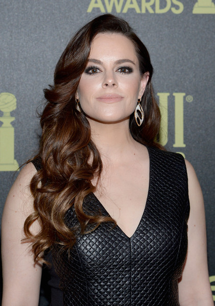 Emily Hampshire Long Curls [hair,hairstyle,eyebrow,long hair,brown hair,lip,beauty,chin,shoulder,black hair,emily hampshire,golden globe award,ysabel,west hollywood,california,hollywood foreign press association,instyle celebrate,instyle celebration,golden globe award season]