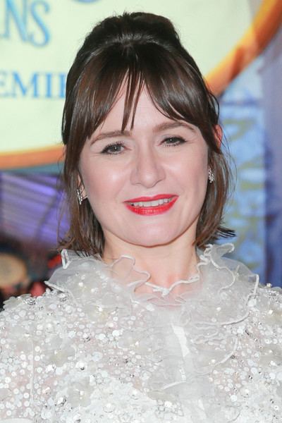 Emily Mortimer Half Up Half Down [mary poppins returns,hair,hairstyle,beauty,eyebrow,skin,chin,lip,smile,long hair,bangs,red carpet,emily mortimer,california,los angeles,el capitan theatre,premiere of disney,premiere]