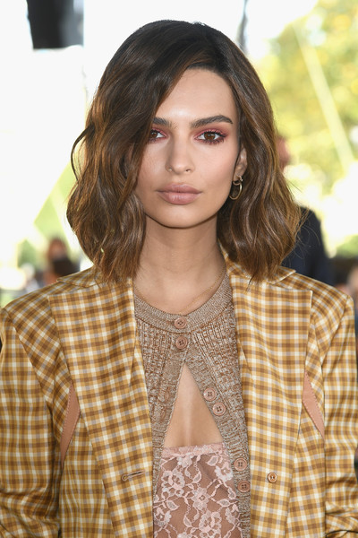 Emily Ratajkowski Medium Wavy Cut