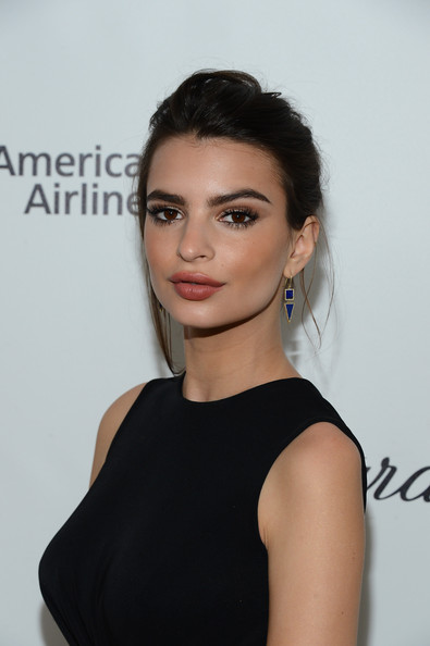 Emily Ratajkowski Messy Updo [hair,face,shoulder,hairstyle,eyebrow,beauty,lip,chin,skin,fashion model,emily ratajkowski,elton john aids foundation oscar viewing party,part,california,los angeles,elton john aids foundation,oscar viewing party]
