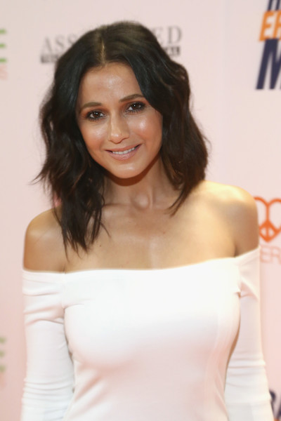 Emmanuelle Chriqui Medium Wavy Cut