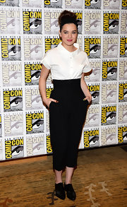 Hailee Steinfeld nailed the classic look with a white button down paired with high-waisted pants.