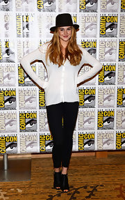 Shailene donned a relaxed-fit cardigan while at Comic-Con 2013.