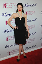 Lonneke Engel wore this simple LBD with elegant pearls to the Blossom Ball.
