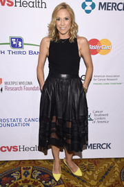 For a pop of color to her look, Sheryl Crow wore a pair of yellow pumps.