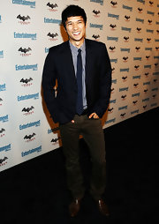 """For Comic-Con, Harry Shum Jr. paired his navy blazer and tie with a pair of """"Travis"""" straight leg jeans."""