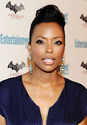 Aisha Tyler paired a navy blue frock with crystal chandelier earrings for the red carpet at Comic-Con.