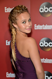 Hayden's long blonde waves looked simply stunning in this knotted fishtail braid.