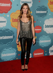 Katie stuck to cool leather pants for the red carpet of EW Comic-Con celebration.