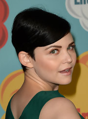 To complement the natural golden hues of her makeup palette, Ginnifer stuck to a classic nude lip.