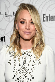 Kaley Cuoco styled her hair into a side-parted feathery 'do for the Entertainment Weekly SAG nominees celebration.