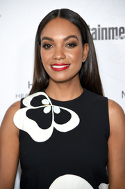 Lyndie Greenwood sported a glossy straight 'do at the Entertainment Weekly SAG nominees celebration.
