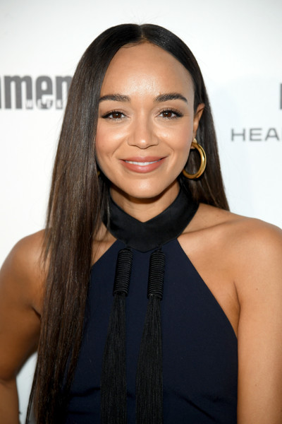 Ashley Madekwe wore her long tresses down in a simple straight style during Entertainment Weekly's SAG Awards nominees celebration.