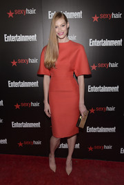 Alyssa Sutherland's gold box clutch perfectly complemented her red frock.