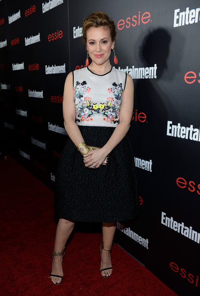 A pair of black sandals with gold ankle straps finished off Alyssa Milano's look in sexy style.