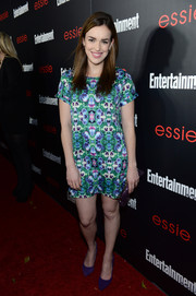 Elizabeth Henstridge looked youthful in a kaleidoscope-print mini dress at the Entertainment Weekly SAG nominees celebration.