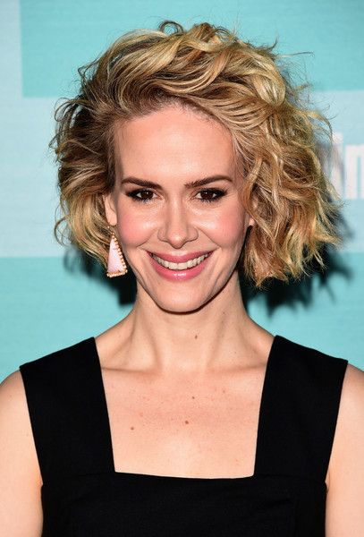 Sarah Paulson's Side-Swept 'Do