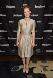 Jessica Chastain matched her high-shine dress with gold evening pumps by Christian Louboutin.