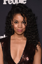 Susan Kelechi Watson looked perfectly sweet with her tight, high-volume curls at the Entertainment Weekly and People Upfronts.