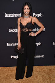 Jenna Dewan-Tatum polished off her all-black look with an elegant satin clutch.