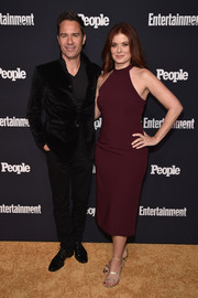 Debra Messing donned a fitted maroon halter dress by Jovani for the Entertainment Weekly and People Upfronts.